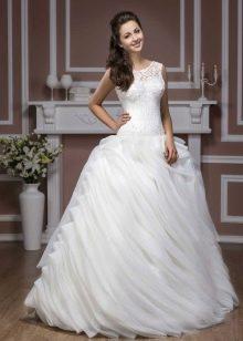 Свадебное платье из коллекции Diamond от Hadassa с многослойной юбкой