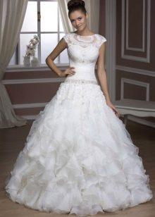 Свадебное платье из коллекции Luxury от Hadassa с кружевом