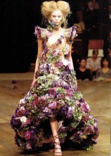 Вечернее платье из цветов хай-лоу