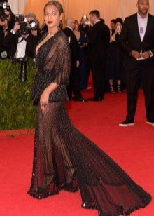 Откровенное вечернее платье со шлейфом Бейонсе