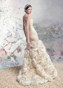 Свадебное платье от Папилио с объемными цветами