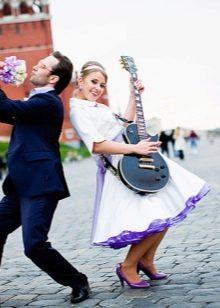 Свадебное платье с синим подъюбником