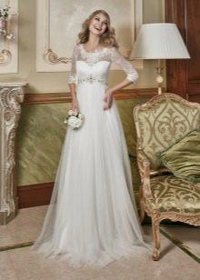 Свадебное платье а-силуэта с поясом