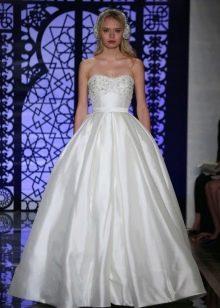 Свадебное платье с тонким поясом пышное