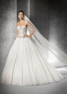 Свадебное платье от Сан Патрик с кристаллами