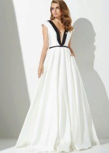 Сексуальное вечернее платье с глубоким декольте а-силуэта
