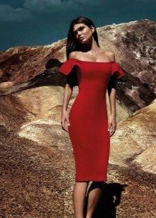 Сексуальное платье с приспущенными плечами короткое