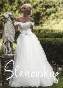 Свадебное платье с корсетом декорированным жемчугом