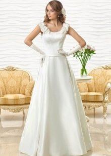 Свадебное платье а-силуэта от Оксаны Мухи с объемными цветами