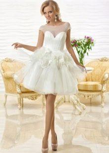 Свадебное короткое платье с объемными цветами