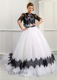 Свадебное платье от Ange Etoiles с черным кружевом
