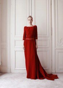 Красное вельветовое платье