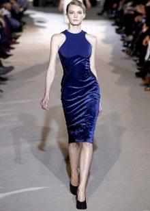 Платье-футляр короткое бархатное
