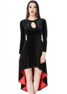 Черное бархатное платье с красным подолом