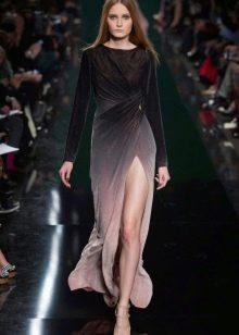 Закрытое платье с разрезом от Эли Сааб