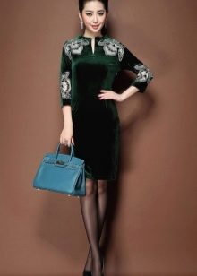 Классическое бархатное короткое платье