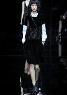 деловое бархатное платье от Армани