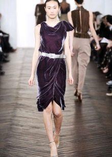 Асимметричное короткое бархатное платье