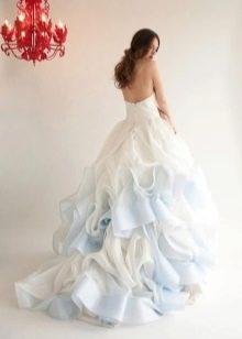 Бело-голубое свадебное платье