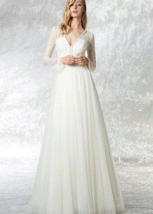Свадебное платье а-силуэта с рукавами