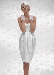 Короткое свадебное платье цвета белого оттенка