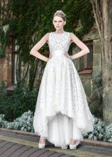 Платья в заде длинная белое