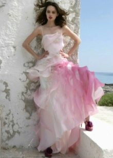 Белое свадебное платье с розовыми вставками