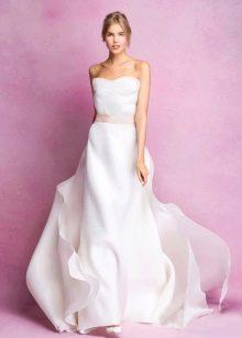 Свадебное платье с розовым поясом
