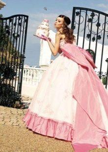 Свадебное бело-розовое платье