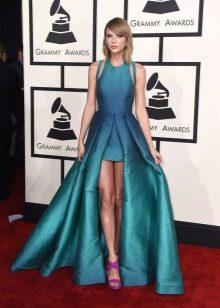 Пышное длинное бирюзовое платье