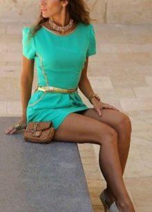 Золотые туфли к бирюзовому платью