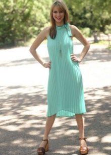Бирюзовое летнее платье средней длины