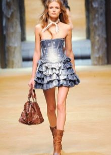 Короткое платье с юбкой воланами