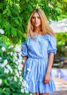 Голубое платье в клетку в стиле кантри