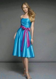 Розовый пояс к голубому платью