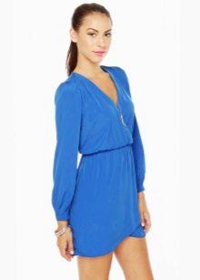 Платье голубого цвета с рукавами