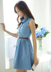 Платье голубого цвета из денима