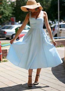 Нежный оттенок голубого платья