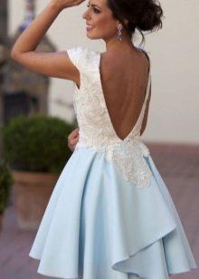 Красивое бело-голубое платье