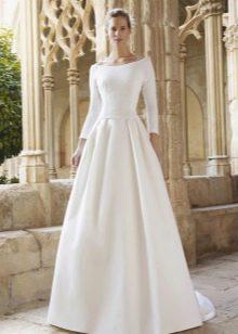Свадебное платье от Raimon Bundo  закрытое
