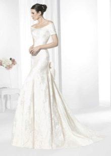 Свадебное платье от Franc Sarabia с приспущенными плечами