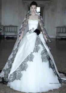 Свадебное платье от Atelier Aimee пышное с черным кружевом