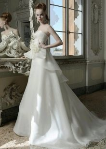 Свадебное платье от Atelier Aimee с цветком
