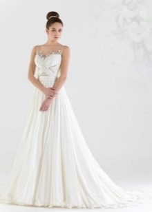 Свадебное платье а-силуэта с шлейфом