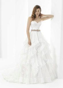 Свадебное платье с поясом из страз