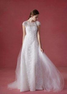 Свадебное платье в стиле классик с кружевным верхом