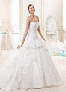 Классическое многослойное свадебное платье