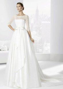 Классическое закрытое пышное свадебное платье