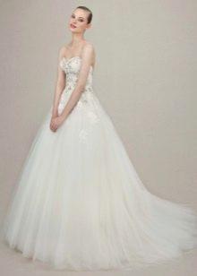 Классическое свадебное платье со стразами