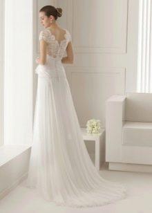 Классическое свадебное платье с закрытой спиной